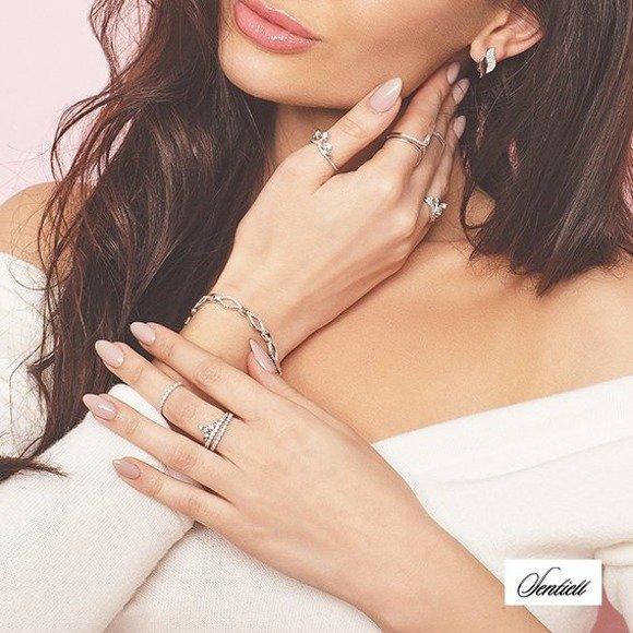 Bransoletka srebrna elegancka z cyrkoniami i srebrnymi łącznikami