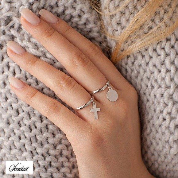Srebrny pierścionek pr.925 z zawieszką kółko