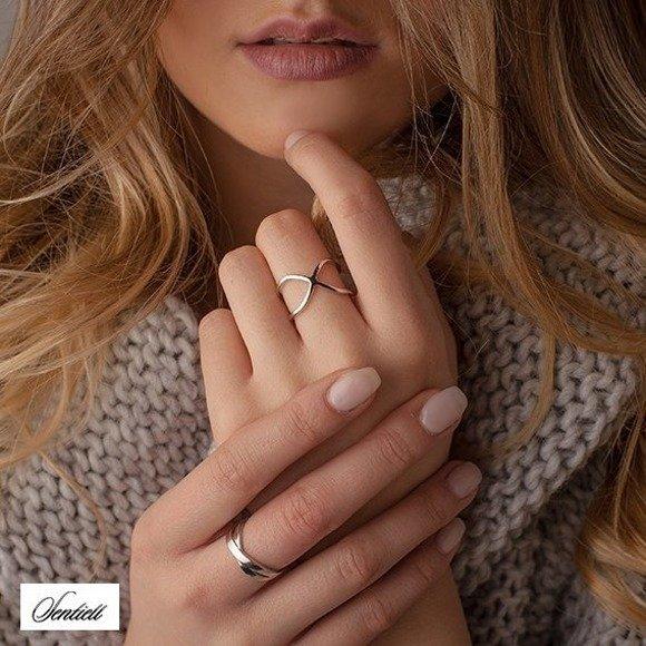 Srebrny skrzyżowany otwarty pierścionek pr.925 gładki